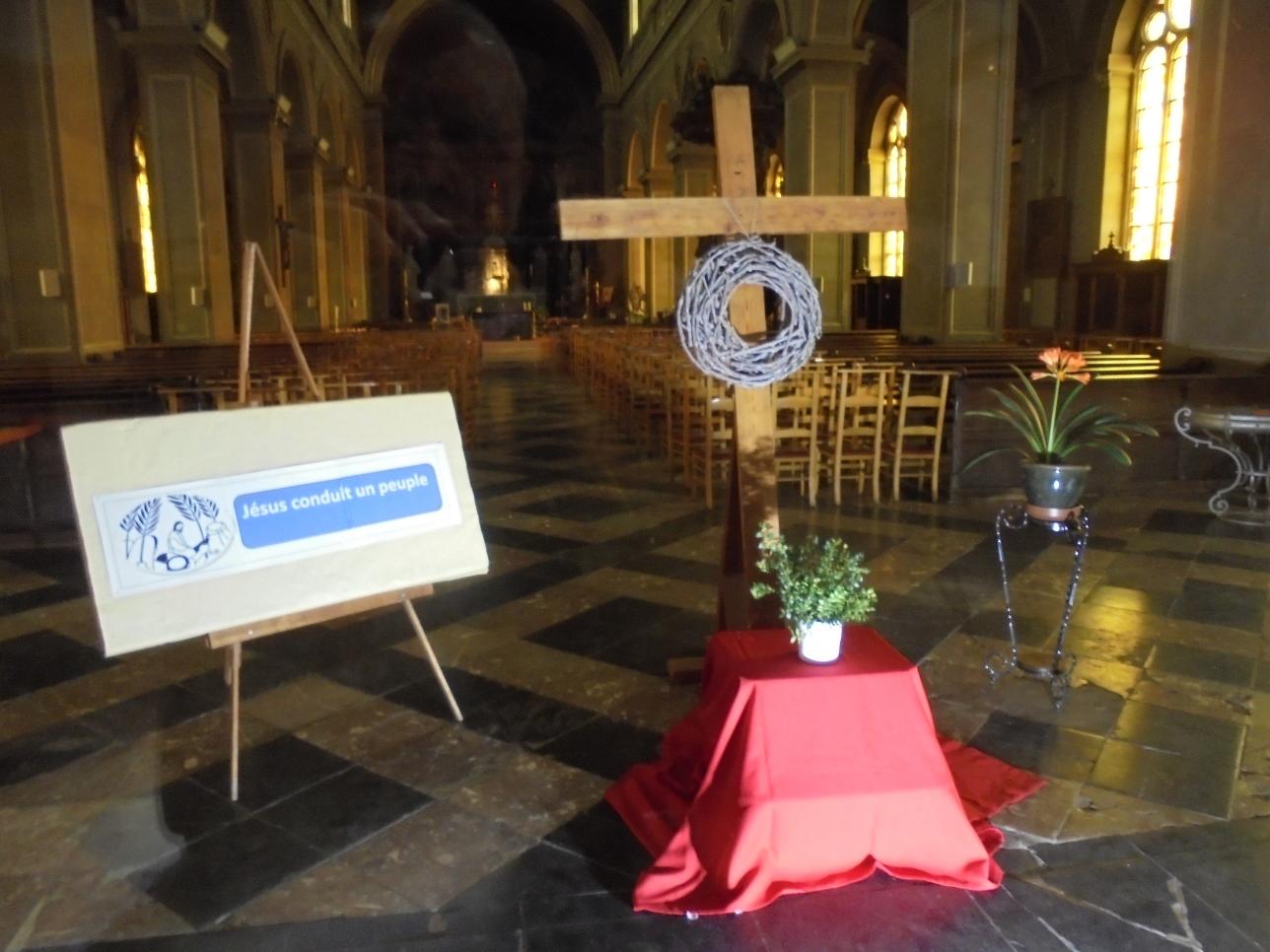 Dimanche des Rameaux à Saint Remacle. Eglise ouverte chaque jour de 10h30 à 18h30 pour un moment de recueillement.