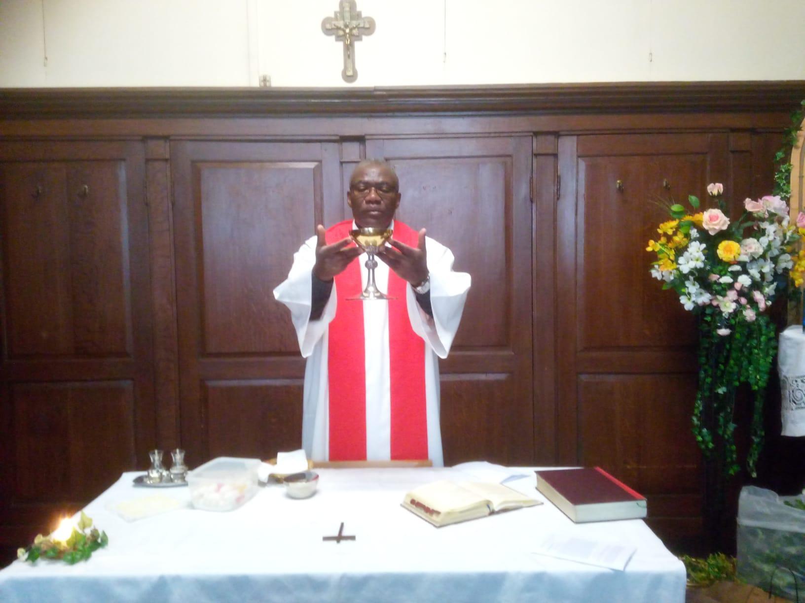 Photos de la célébration des Rameaux à Notre-Dame des Récollets. Eglise ouverte chaque jour de 9h à 19h pour un moment de recueillement.